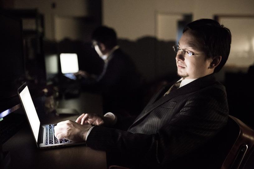 正社員なら残業が多いのが当たり前?残業時間、サービス残業の実態はどうなっている?